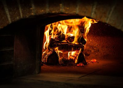 Pizza oven for hot juicy pizzas